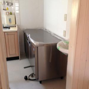 ラミ導入にあたり必須条件だった冷蔵庫の入れ替え。コールドテーブルがやってきました。
